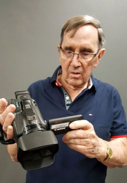 Tom Nash with new camcorder 10-27-19-ex-sm